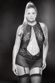 Кружевная эротическая сорочка plus size с открытой спинкой и декоративными цепочками 2167B от Shirley of Hollywood